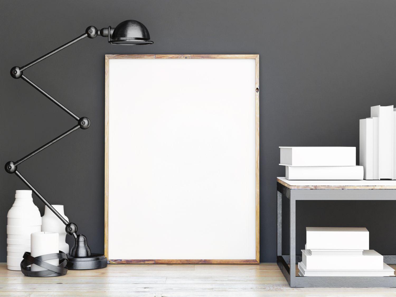 biała tablica z lampką