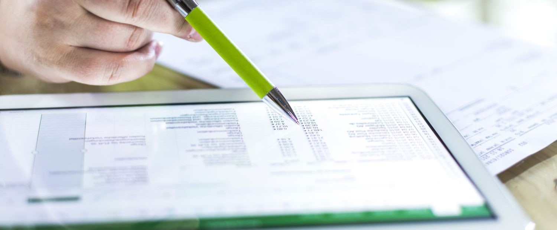 dokumenty na tablecie